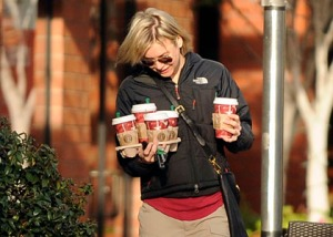 Renee Zellweger goes to Starbucks in Venice Beach for an early morning coffee.