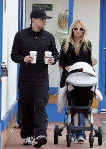 nicole_richie_and_joel_madden_drink_coffee